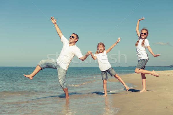 отец играет пляж день время дружественный Сток-фото © altanaka