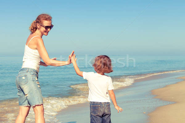 матери сын играет пляж день время Сток-фото © altanaka
