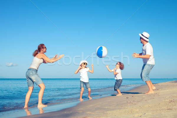 счастливая семья ходьбе пляж день время играет Сток-фото © altanaka