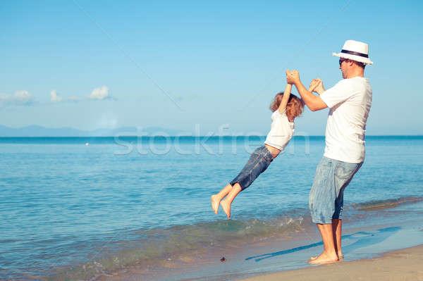 父から息子 演奏 ビーチ 日 時間 優しい ストックフォト © altanaka