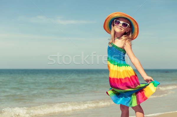 女の子 立って ビーチ 日 時間 家族 ストックフォト © altanaka