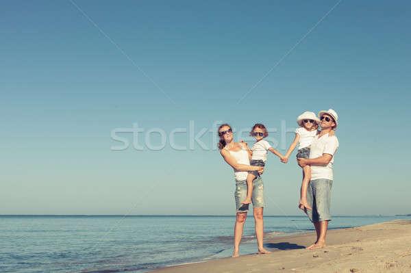 счастливая семья Постоянный пляж день время дружественный Сток-фото © altanaka