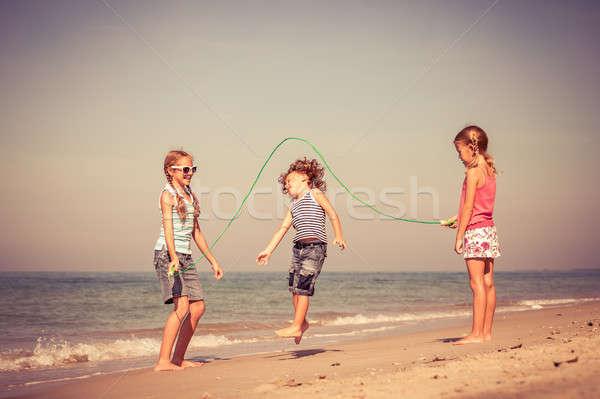 ストックフォト: 3 · 幸せ · 子供 · 演奏 · ビーチ · 日
