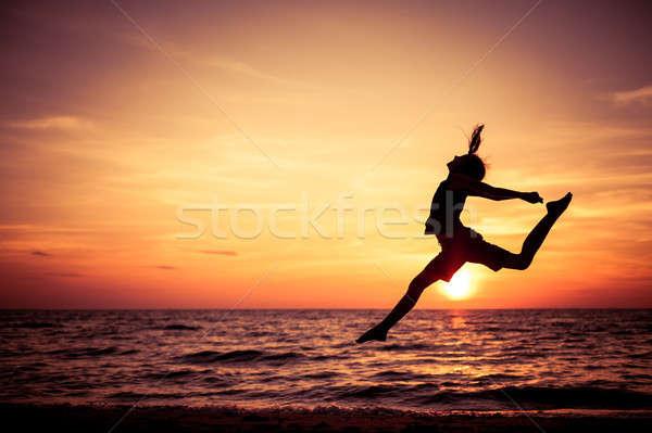ストックフォト: 幸せ · 十代の少女 · ジャンプ · ビーチ · 日没 · 時間