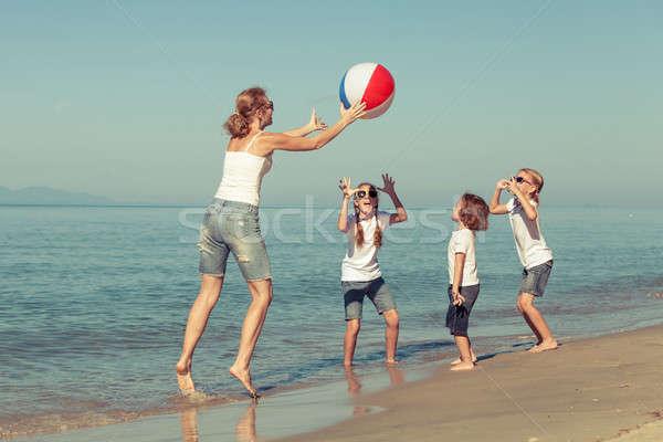 матери детей играет пляж дочь день Сток-фото © altanaka