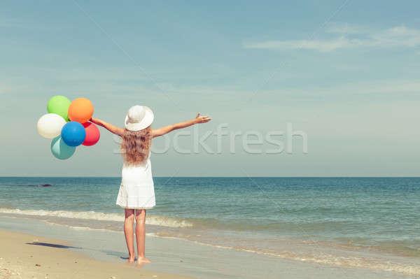 十代の少女 立って ビーチ 風船 日 時間 ストックフォト © altanaka