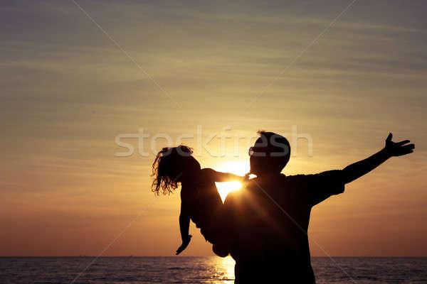 父から息子 演奏 ビーチ 日没 時間 優しい ストックフォト © altanaka