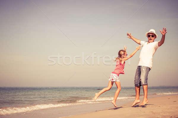 ストックフォト: 父 · 娘 · 演奏 · ビーチ · 日 · 時間