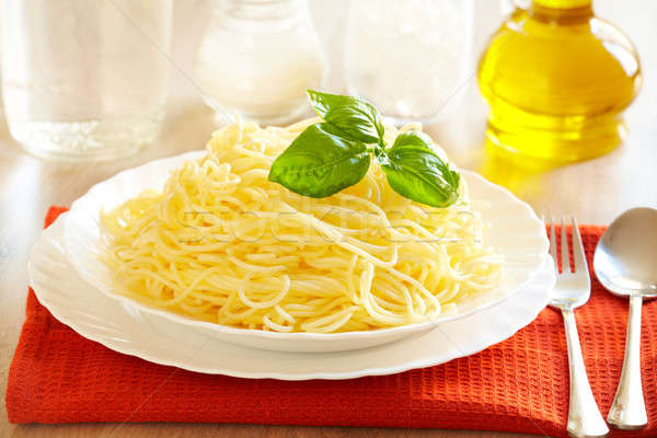 Espaguete original italiano decoração manjericão Foto stock © Amaviael
