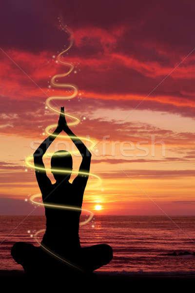 Donna yoga esercizio spiaggia energetico luce Foto d'archivio © Amaviael