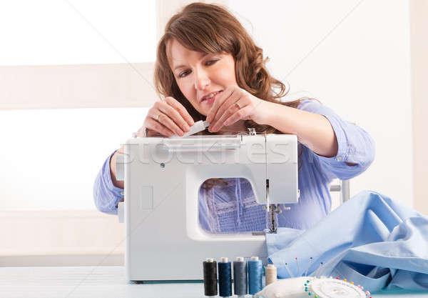 Mulher máquina de costura belo mulher jovem casa Foto stock © Amaviael