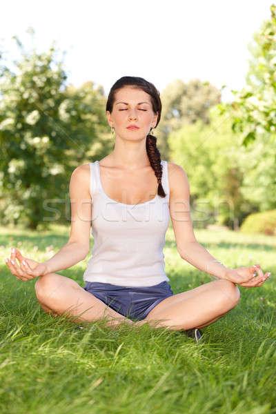 Yoga caucásico mujer ejercicio fuera Foto stock © Amaviael