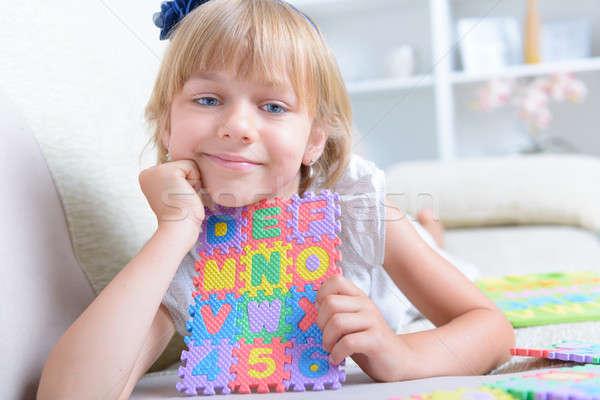 Nina alfabeto rompecabezas hermosa azul nina Foto stock © Amaviael