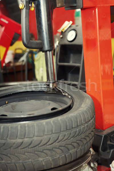 Pneu garagem automático reparar compras trabalhando Foto stock © Amaviael