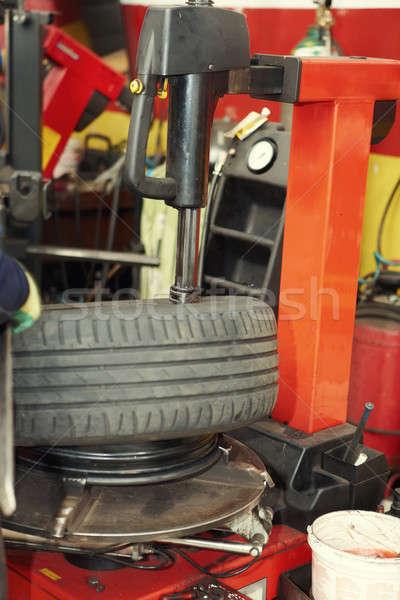 Pneu garagem profissional mecânico de automóveis automático reparar Foto stock © Amaviael