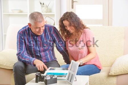 пару глядя фотографий диван Сток-фото © Amaviael