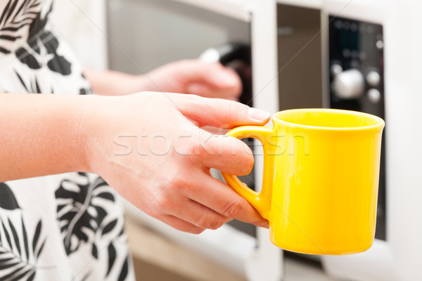 Stock fotó: Nyitás · mikró · sütő · bögre · egyéb · kéz