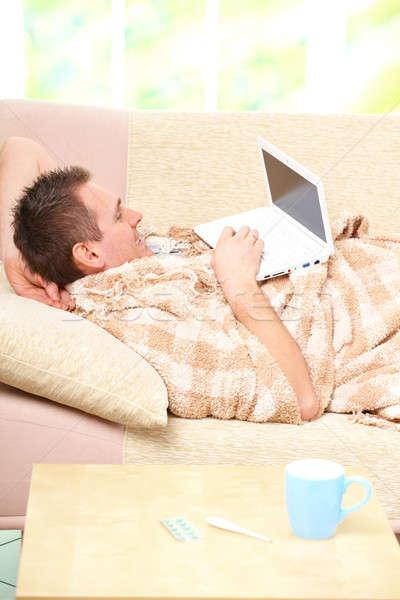 Ziek man leggen sofa koud laptop Stockfoto © Amaviael