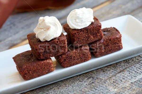 Pequeno macio chocolate branco topo servido Foto stock © Amaviael