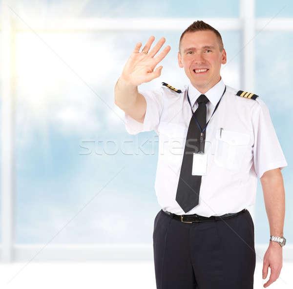 Légitársaság pilóta integet derűs visel egyenruha Stock fotó © Amaviael