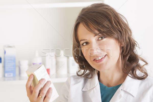 Farmacéutico botella drogas alegre pie Foto stock © Amaviael