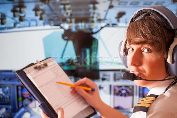 Foto stock: Aerolínea · piloto · mujer · hermosa · uniforme · auricular