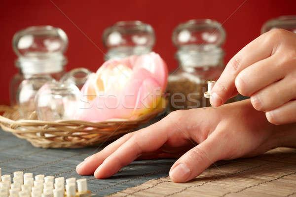 Klein stick therapie traditioneel chinese geneeskunde hand Stockfoto © Amaviael