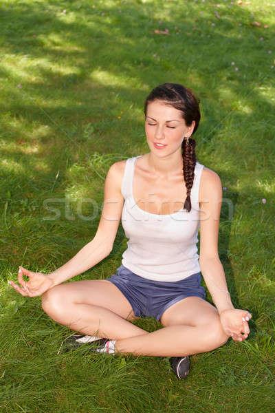 Fiatal nő jóga kaukázusi nő testmozgás kívül Stock fotó © Amaviael