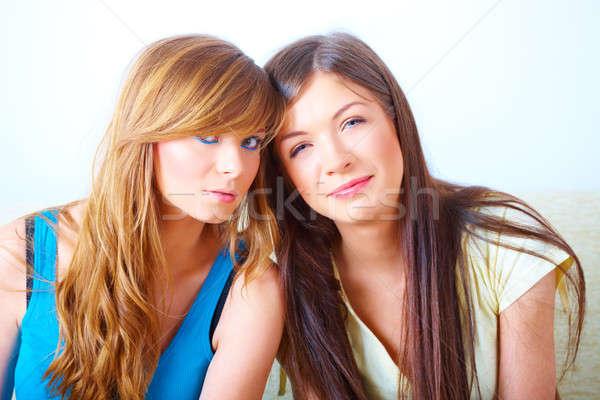 два девочек дружбы красивой сидят диван Сток-фото © Amaviael