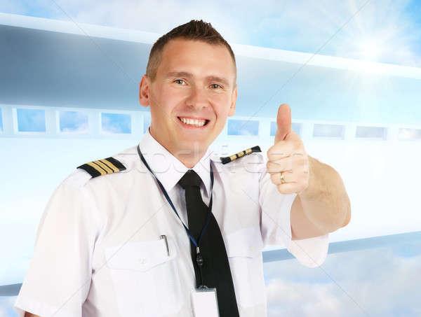 Légitársaság pilóta hüvelykujj felfelé derűs visel Stock fotó © Amaviael
