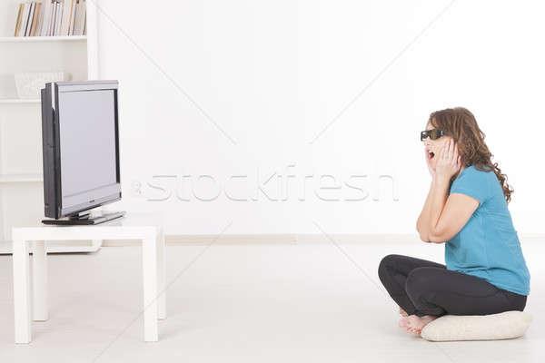Mujer viendo 3D tv gafas hermosa Foto stock © Amaviael