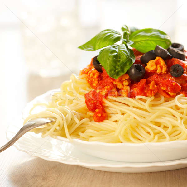 Spaghettis originale italien basilic olives noires fourche Photo stock © Amaviael
