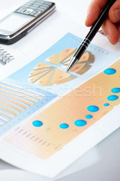 Business grafieken mannelijke hand tonen grafiek Stockfoto © Amaviael
