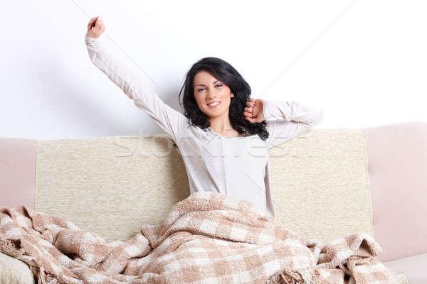 Mujer hermosa cuerpo hasta sofá Foto stock © Amaviael