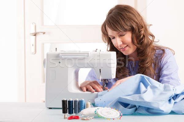 Mulher máquina de costura belo mulher jovem casa fio Foto stock © Amaviael