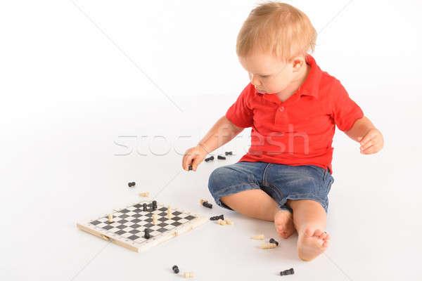 Pequeno menino jogar xadrez isolado branco Foto stock © Amaviael