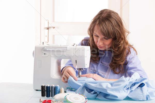 Vrouw naaimachine mooie jonge vrouw home knoppen Stockfoto © Amaviael