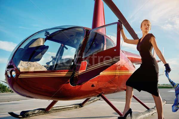Elegante mulher de negócios voador longe helicóptero negócio Foto stock © amok