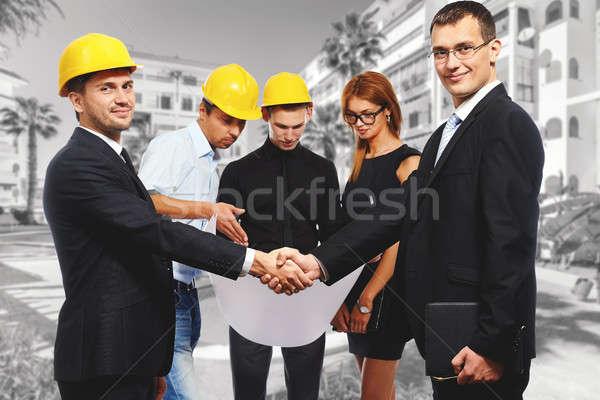 Gens d'affaires serrer la main up réunion construction Photo stock © amok