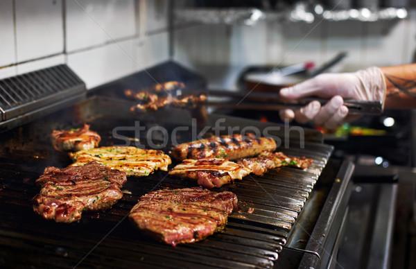 Vlees barbecue chef handen koken restaurant Stockfoto © amok