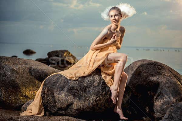 Jovem bela mulher cisne posando praia pôr do sol Foto stock © amok