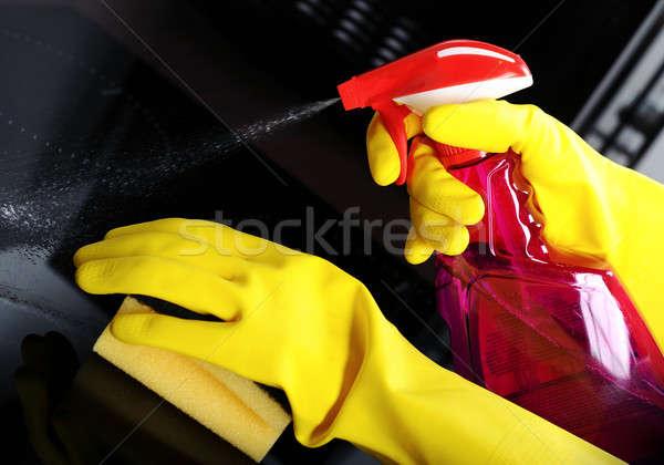 Vrouw spons rubberen handschoenen schoonmaken keuken home Stockfoto © amok