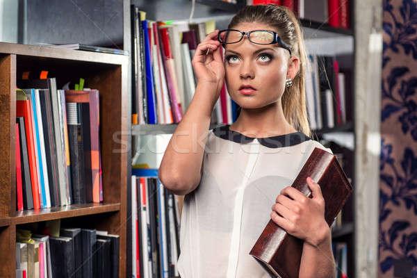 элегантный красивой женщины студент библиотека девушки Сток-фото © amok