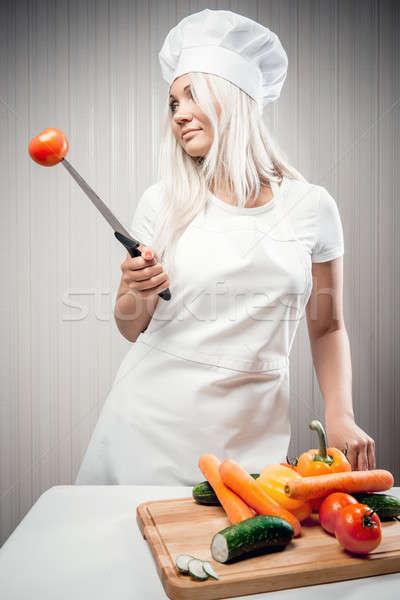 Nő szakács zöldségek bent fogyókúra munka Stock fotó © amok