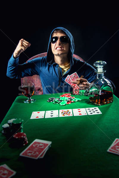 Foto stock: Pôquer · jogador · cassino · jovem · álcool · raiva