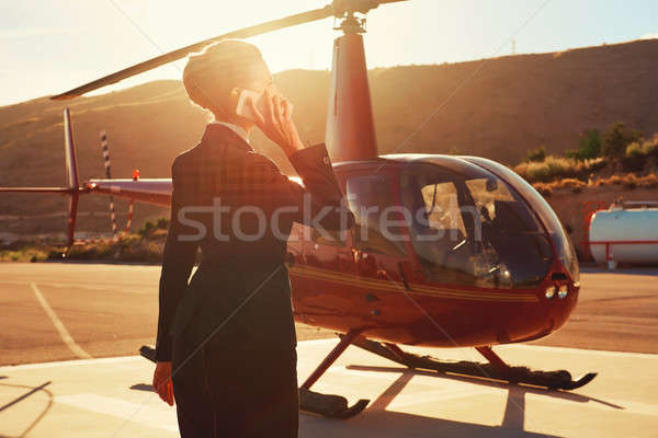 エレガントな ビジネス女性 話し 電話 ヘリコプター ビジネス ストックフォト © amok