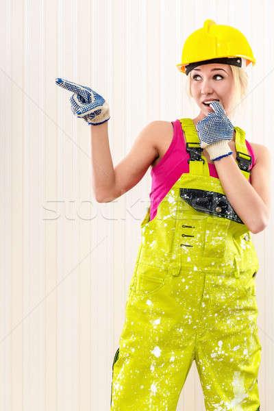 Nő visel védősisak pózol bent fal Stock fotó © amok