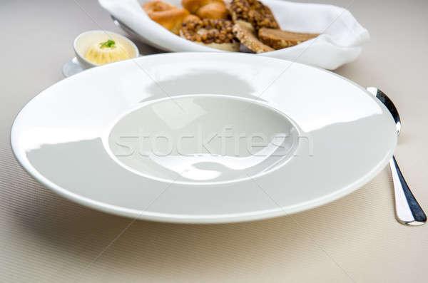 Asztal beállítások üres fehér tányér kanál Stock fotó © amok