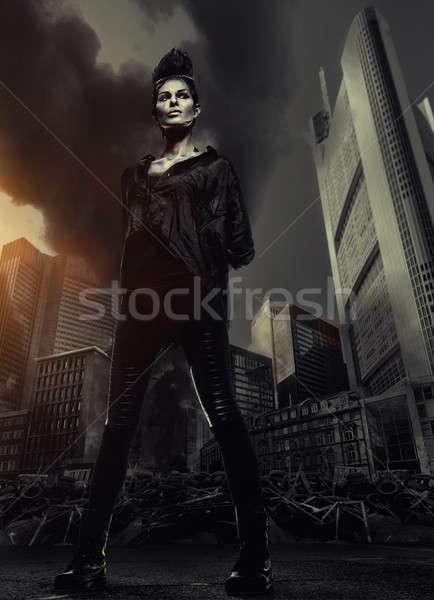 Nő áll felhőkarcolók város romok tűz Stock fotó © amok