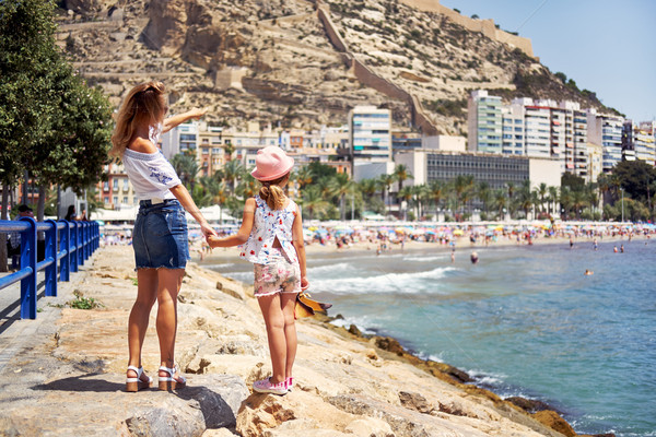 Mère fille ville plage été vue arrière Photo stock © amok